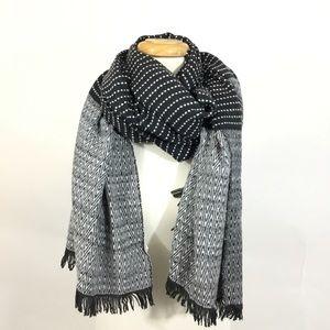 ⬇️Gap Cozy Textured Fringe Blanket Wrap Scarf